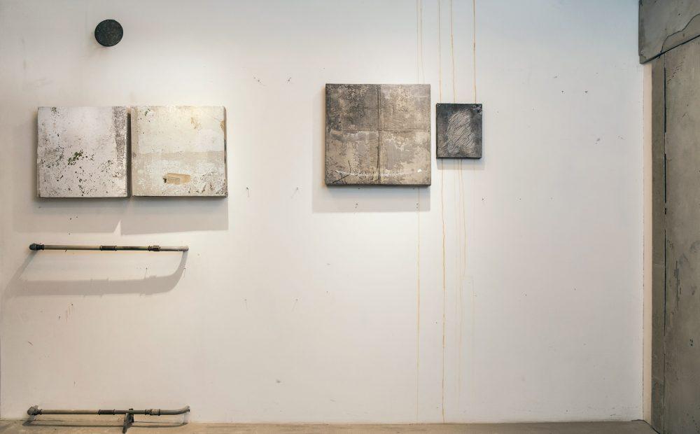 3_gemaelde_paintings_white_wall