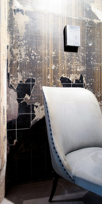 5_gemaelde_paintings_brown_wall