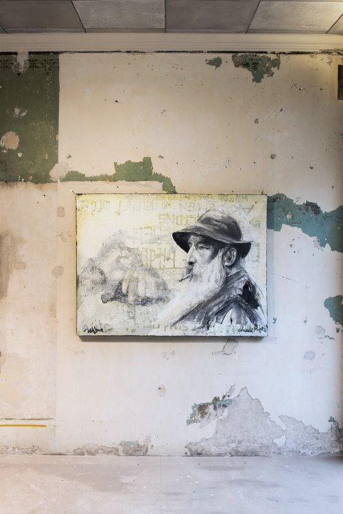 5_gemaelde_paintings_green_wall
