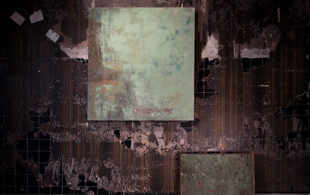 6_gemaelde_paintings_brown_wall